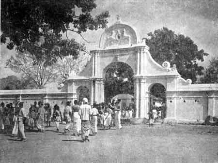 Arch entrance to Kataragama Mahadevale in 1957