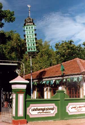 Kathirkamam Mosque & Shrine (19391 bytes)