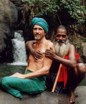 Patrick Harrigan and Unapanawaruge Bandiya at Koslanda, July 2002. Click to visit www.Koslanda.com.