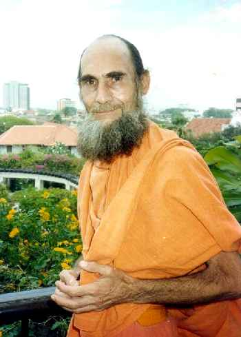 Swami Siva Kalki in Colombo, 1990 (17 kb)