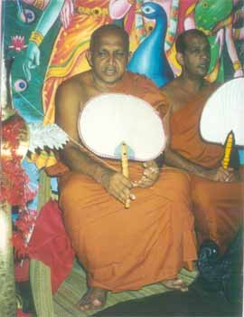 Ven Dr. Aluthwewa Soratha Thero leads <I>pirith</> chanting before the Maha Perahera
